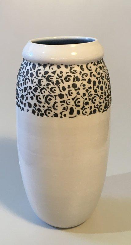 Vase - weiß - schwarze Kringel - 21 x 6,5 cm