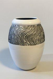 Vase - weiß - schwarze Linien - 16 x 7 cm